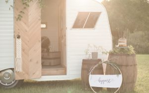 gingersnap-camper-wedding-photobooth_bg